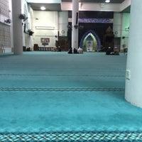 Photo taken at Masjid Kolej Islam Pahang Sultan Ahmad Shah by Syamil R. on 12/11/2015