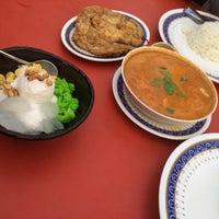 Photo taken at BJ Tomyam & Seafood by Liyana b. on 4/25/2017