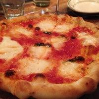 Foto tirada no(a) Pizzeria Delfina por John C. em 11/10/2012