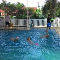 Foto tomada en Sa-by-jai Dog Swimming Pool por Arun P. el 12/7/2014