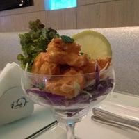 Foto tirada no(a) I Wish Grill & Cafe por Khalid S A. em 11/21/2014