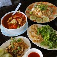 Photo taken at ครัว ไอทะเล by Spec_Trum I. on 2/9/2014