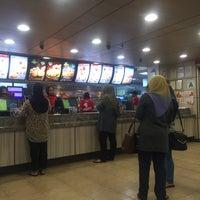 Photo taken at KFC by بورول بازيفا سهيرا on 11/1/2017