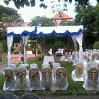 Photo taken at Kasa Bunga Garden Restaurant by Pandhu P. on 7/1/2013