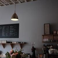 Photo taken at Elm Coffee Roasters by 🐚Ahmet on 6/20/2017