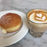 5/18/2017 tarihinde 🐚Ahmetziyaretçi tarafından General Porpoise Coffee & Doughnuts'de çekilen fotoğraf