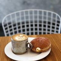 Foto scattata a General Porpoise Coffee & Doughnuts da Ahmet🇺🇸🦅🥓 il 4/25/2018