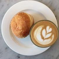 Foto tomada en General Porpoise Coffee & Doughnuts por 🐚Ahmet el 7/11/2017