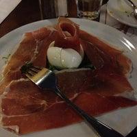 Photo taken at Pizzeria Da Nella Cucina Napoletana by Gavin G. on 10/6/2012