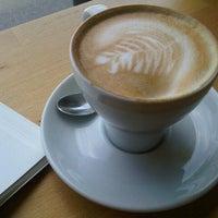 Photo taken at Kaffee Alchemie by Danka K. on 5/28/2013