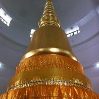 Photo taken at Wat Phra Si Mahathat by Jurairat P. on 12/23/2012