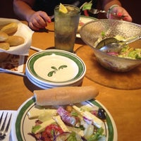 Photo taken at Olive Garden by Emilli G. on 10/6/2014