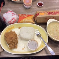 Photo taken at Jollibee by Ekai P. on 10/3/2016