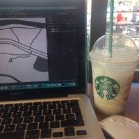 Foto tirada no(a) Starbucks por JuLiee L. em 10/25/2016