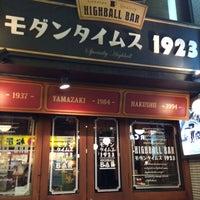Photo taken at HIGHBALLBAR モダンタイムス1923 赤坂店 by SHINOCHIKA on 3/11/2015