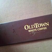 Photo taken at OldTown White Coffee by Elffy C. on 10/20/2012