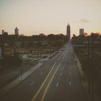 Das Foto wurde bei Atlanta BeltLine Corridor over North Ave von Tucker W. am 4/8/2013 aufgenommen