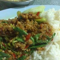 Photo taken at ร้านอาหารตามสั่งน้าสาวปากพนัง by Isara S. on 3/29/2013