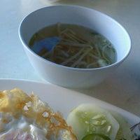 Photo taken at ร้านอาหารตามสั่งน้าสาวปากพนัง by Isara S. on 5/23/2013