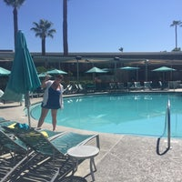 Photo taken at Hotel Valley Ho Pool by MalJNew on 7/9/2016