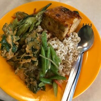Photo taken at Evergreen Vegetarian House by Shahril on 11/19/2017