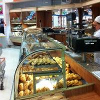 Foto tirada no(a) Supermercado Angeloni por Beto M. em 11/10/2013