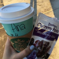 รูปภาพถ่ายที่ Starbucks โดย A. T. เมื่อ 3/18/2017