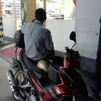 Photo taken at Shell by Fazli E. on 3/31/2012