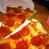 Foto scattata a Sal & Carmine's Pizza da Mitch Z. il 5/2/2012