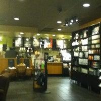 Photo taken at Starbucks by Yubbie U. on 7/24/2012
