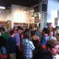 Foto tirada no(a) Floating World Comics por Paul R. em 6/17/2012