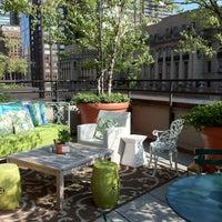 Foto tomada en Sky Terrace at Hudson Hotel por Jennifer D. el 5/29/2012