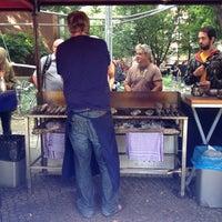 Das Foto wurde bei Wochenmarkt Winterfeldtplatz von Kars A. am 8/11/2012 aufgenommen