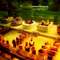 Photo taken at Tong Kee Bread & Tarts 棠记兄弟饼家 by Joe C. on 2/19/2012