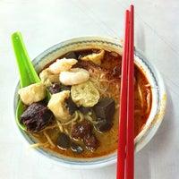 Foto tirada no(a) Lee Huat Cafe (利发茶室) por Ernest S. em 6/1/2012