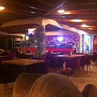 6/29/2012 tarihinde Ekremziyaretçi tarafından Bulvar Emirgan Cafe'de çekilen fotoğraf