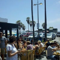 Photo taken at Venice Ale House by Chefwaiterhater on 7/1/2012