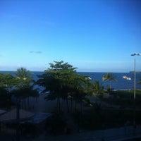 Das Foto wurde bei Atlântico Praia Hotel von Thiago D. am 5/21/2012 aufgenommen