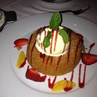 Das Foto wurde bei Mastro's Steakhouse von Reina Z. am 3/18/2012 aufgenommen