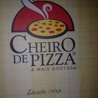 Photo taken at Cheiro de Pizza by Claudia V. on 2/22/2012