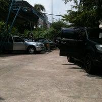 Photo taken at ลุงรักษ์รถ carcare by Nitirut P. on 4/12/2012