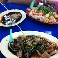 Photo taken at Taiping Bomba Yong Tau Foo by Syed Zen S. on 2/18/2012