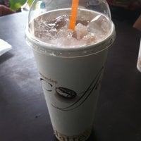 6/15/2012 tarihinde AuTo™ziyaretçi tarafından ร้านกาแฟไม้หมอนกรมอู่ทหารเรือ'de çekilen fotoğraf