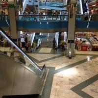 Foto tomada en Centro Comercial Salesas por Alejandro F. el 7/7/2012