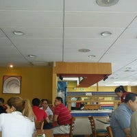 Photo taken at Pizza Hut by Monik E. on 9/7/2012