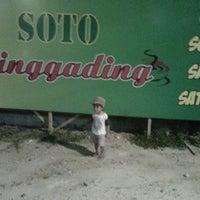 Photo taken at Soto PRINGGADING sate kerang by Nyett K. on 9/12/2012