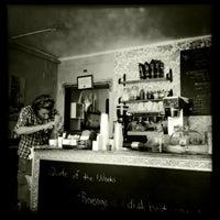 6/15/2012 tarihinde Kari K.ziyaretçi tarafından Brooklyn Cafe'de çekilen fotoğraf