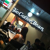 Photo taken at The Coffee Bean & Tea Leaf by Patrick T. on 8/10/2012