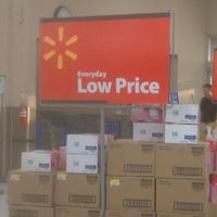 Photo taken at Walmart Supercenter by Marx E. on 5/8/2012