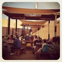 8/23/2012 tarihinde Tony E.ziyaretçi tarafından Deep Ellum Brewing Company'de çekilen fotoğraf